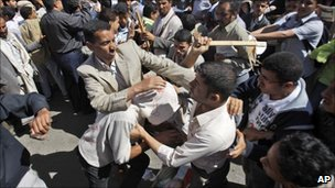 Protesters and government supporters clash in Sanaa, Yemen (13 Feb 2011)