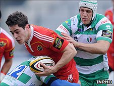 Munster's Tom Gleeson tackled by Andrea Pratichetti and Benjamin Vermaak of Treviso