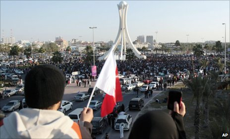 Protesters in Pearl Square in central Manama (15 February 2011)