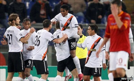 Shakhtar Donetsk's Douglas Costa celebrates his goal
