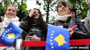 Wellwishers in Berlin holding Kosovo flags for the visit of Kosovo President Fatmir Sejdiu (May 2010)