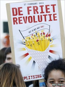 "placard saying ""chips revolution"" (17 Feb 2011)"