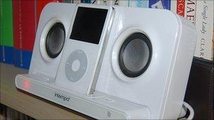 Speaker dock with iPod