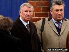 Manchester United boss Sir Alex Ferguson and trainer Paul Nicholls (right)