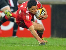 Doug Howlett goes over for try in Munster's win over Edinburgh