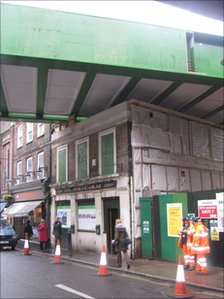 The new Borough Market viaduct passing over the part-demolished Wheatsheaf pub