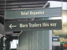 Sign in Borough Market reading &#039;more traders this way&#039;