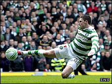 Gary Hooper scores his second for Celtic