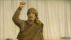 Libyan leader Col Muammar Gaddafi seen on state TV (20 Fen 2011)