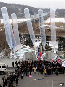 South Korean activists release huge balloons carrying anti-North Korea leaflets at Imjingak peace park in Paju near the heavily fortified frontier on 16 February 2011