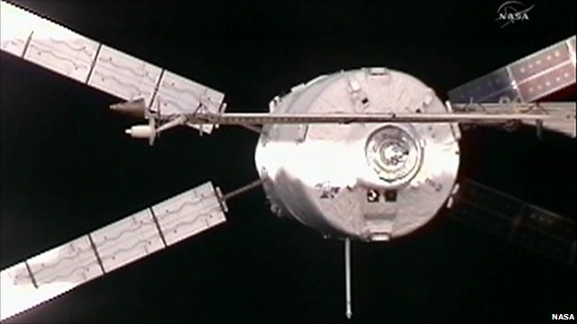 ATV-2 Johannes Kepler on its final approach to the ISS