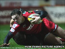 Scarlets winger George North