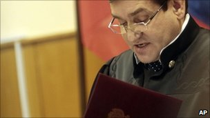 Judge Viktor Danilkin reads the verdict in Moscow, Russia (27 Dec 2010)