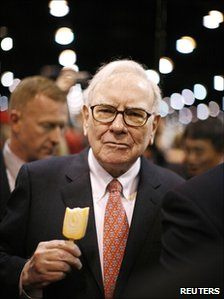 Warren Buffett at the Berkshire Hathaway annual shareholders&#039; meeting in Omaha, Nebraska, in May 2009 