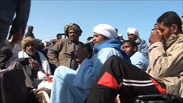 People stranded at Libya-Tunisia border