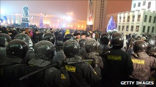 Riot police face protesters in Minsk (20 Dec 2011)