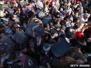 Thousands of men wait to enter Tunisia from Libya on March 1, 2011