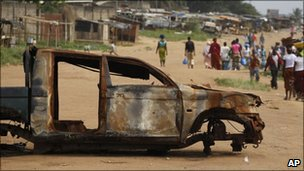 Burnt-out vehicle in Abidjan