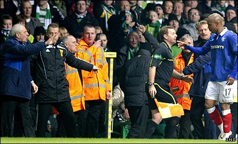 Walter Smith talks to El Hadji Diouf at Celtic Park
