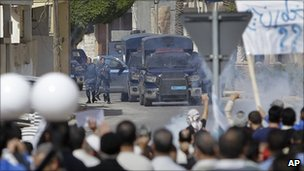 Security forces fire tear gas at protesters in Tajoura, Tripoli, 4 March 2011