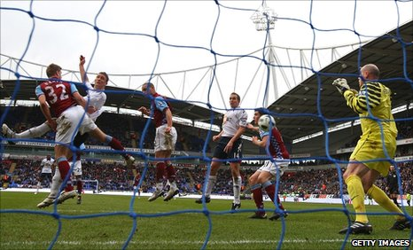 Gary Cahill's (second left) scores the first of his two goals