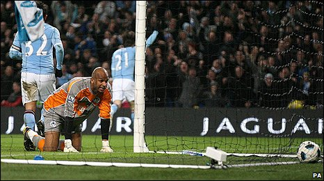 Ali Al Habsi and David Silva