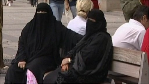 France to bring in niqab ban