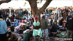 Refugees at Tunisa/Libya border, 6 Mar