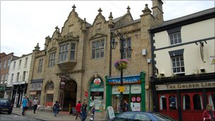 Wrexham High Street, (courtesy of Leslie Platt)