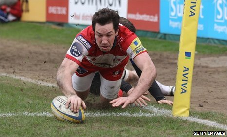 Tom Voyce of Gloucester dives over to score his second try