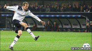 Peter Crouch scores for Tottenham against AC Milan