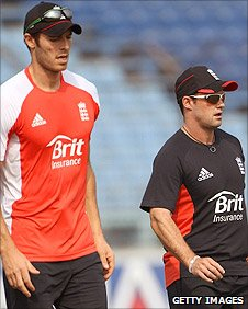 Chris Tremlett and England captain Andrew Strauss