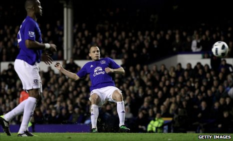 John Heitinga scores for Everton