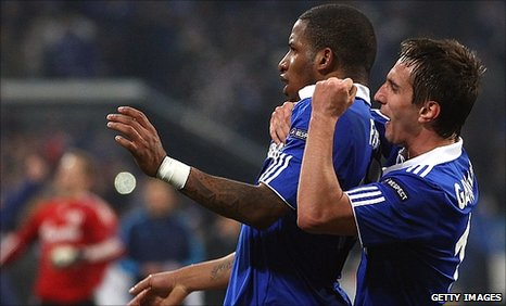 Jefferson Farfan (centre) and Mario Gavranovic