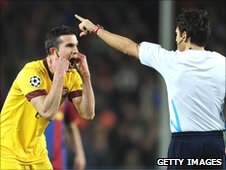 Robin van Persie (left) protests to Massimo Busacca (right)