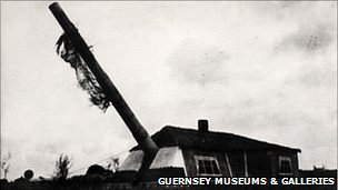The Batterie Mirus guns disguised as houses