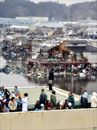 People evacuated to a rooftop in Kesennuma