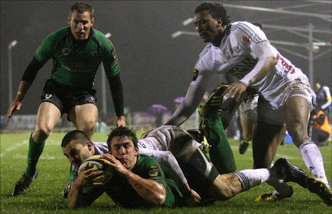 Ian Keatley scores Connacht's first-half try