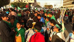 Gaddafi supporters in the centre of Zawiya