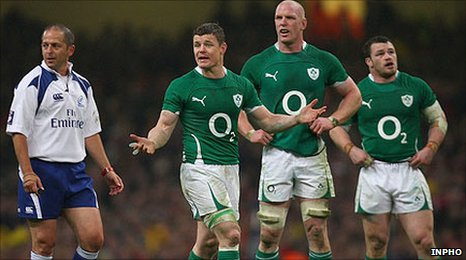 Referee Jonathan Kaplan awarded a controversial try to the dismay of the Ireland players