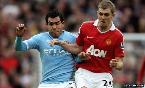Carlos Tevez battles with Darren Fletcher