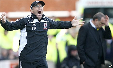 Stoke boss Tony Pulis (left) and his West ham counterpart Avram Grant in the background