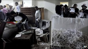 Egyptians search through SSIS headquarters in Alexandria