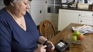 Woman using pulse monitor