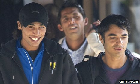 Mohammad Amir (left), Salman Butt (right) and Mohammad Asif (behind)