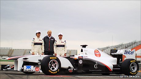 Sergio Perez, Peter Sauber and Kamui Kobayashi line up for the Sauber launch
