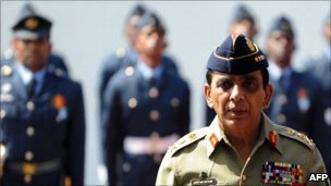 Pakistani Army chief General Ashfaq Pervez Kayani in Sri Lanka, January 20, 2011