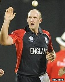 James Tredwell removes Chris Gayle
