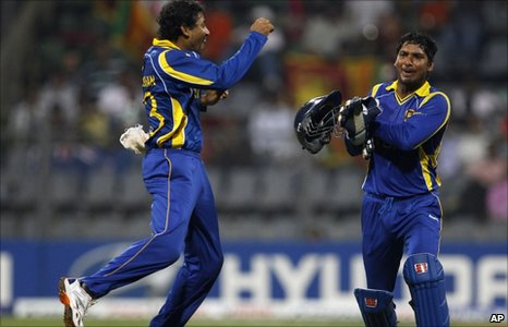 Sri Lanka's Tillakaratne Dilshan celebrates with captain Kumar Sangakkara after taking the wicket of New Zealand's Nathan McCullum