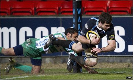 Alex Dunbar scores a try against Treviso